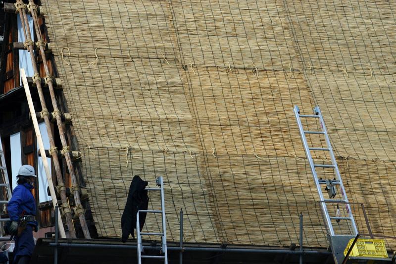 白川郷合掌集落 ~かん町 附近~ 茅葺き屋根の葺き替え作業 ⑥
