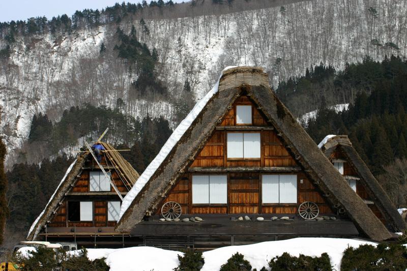 白川郷合掌集落 ~かん町 附近~ 茅葺き屋根の葺き替え作業 ⑦