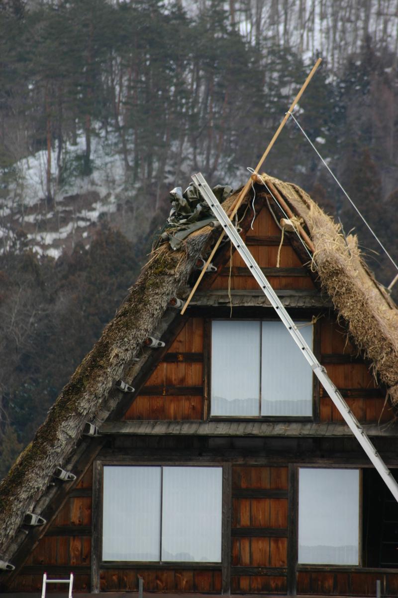 白川郷に来た時、まずは かん町の「三連合掌」に立ち寄ることにしています~ただ今、茅葺き屋根の葺き替え作業中!⑤