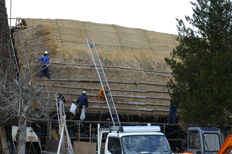 白川郷に来た時、まずは かん町の「三連合掌」に立ち寄ることにしています~ただ今、茅葺き屋根の葺き替え作業中!⑥