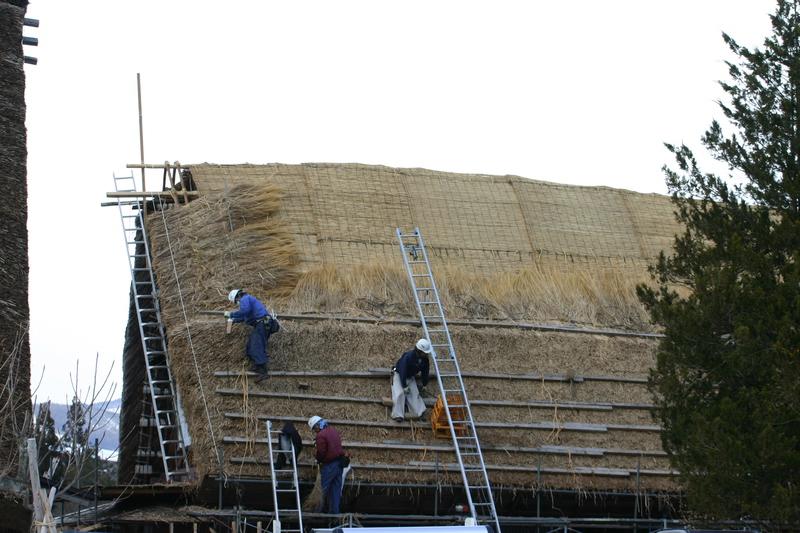 白川郷に来た時、まずは かん町の「三連合掌」に立ち寄ることにしています~ただ今、茅葺き屋根の葺き替え作業中!⑧