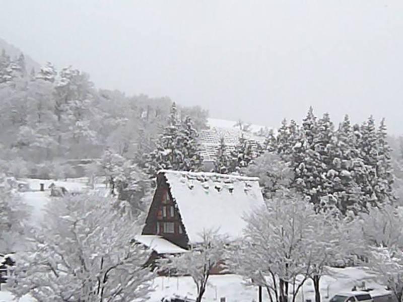 3月21日今日の白川郷荻町合掌集落 風景 冬に舞い戻る