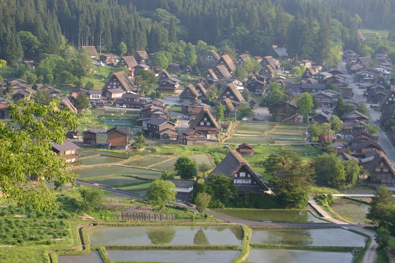 初夏は、ここ世界遺産で♪♪ 都会の雑踏を忘れ、自然豊かな「白川郷」に来ませんか!? ②