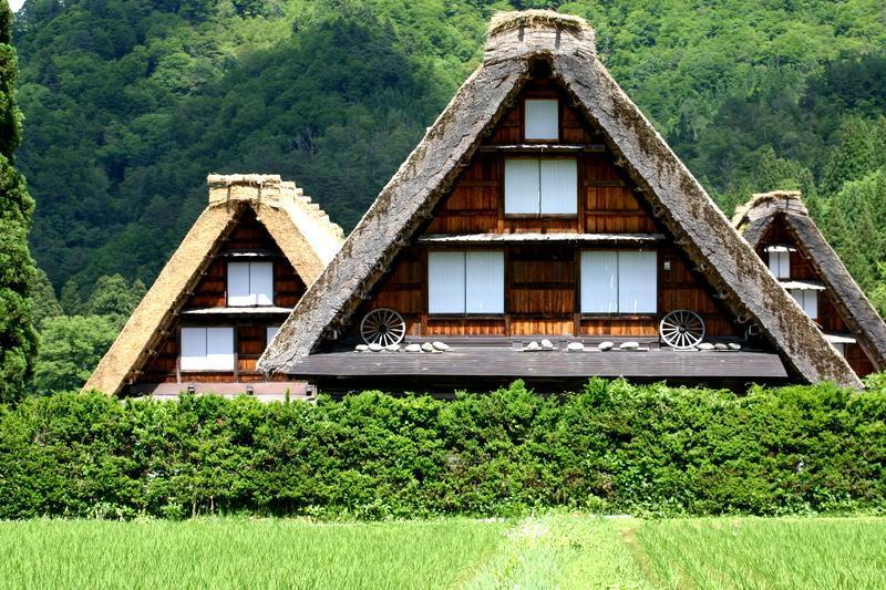 田園のなかに点在する合掌造りの民家 昔話のような日本の原風景がここに ~世界遺産 白川郷~ ①
