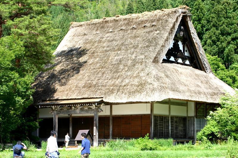 田園のなかに点在する合掌造りの民家 昔話のような日本の原風景がここに ~世界遺産 白川郷~ ⑥