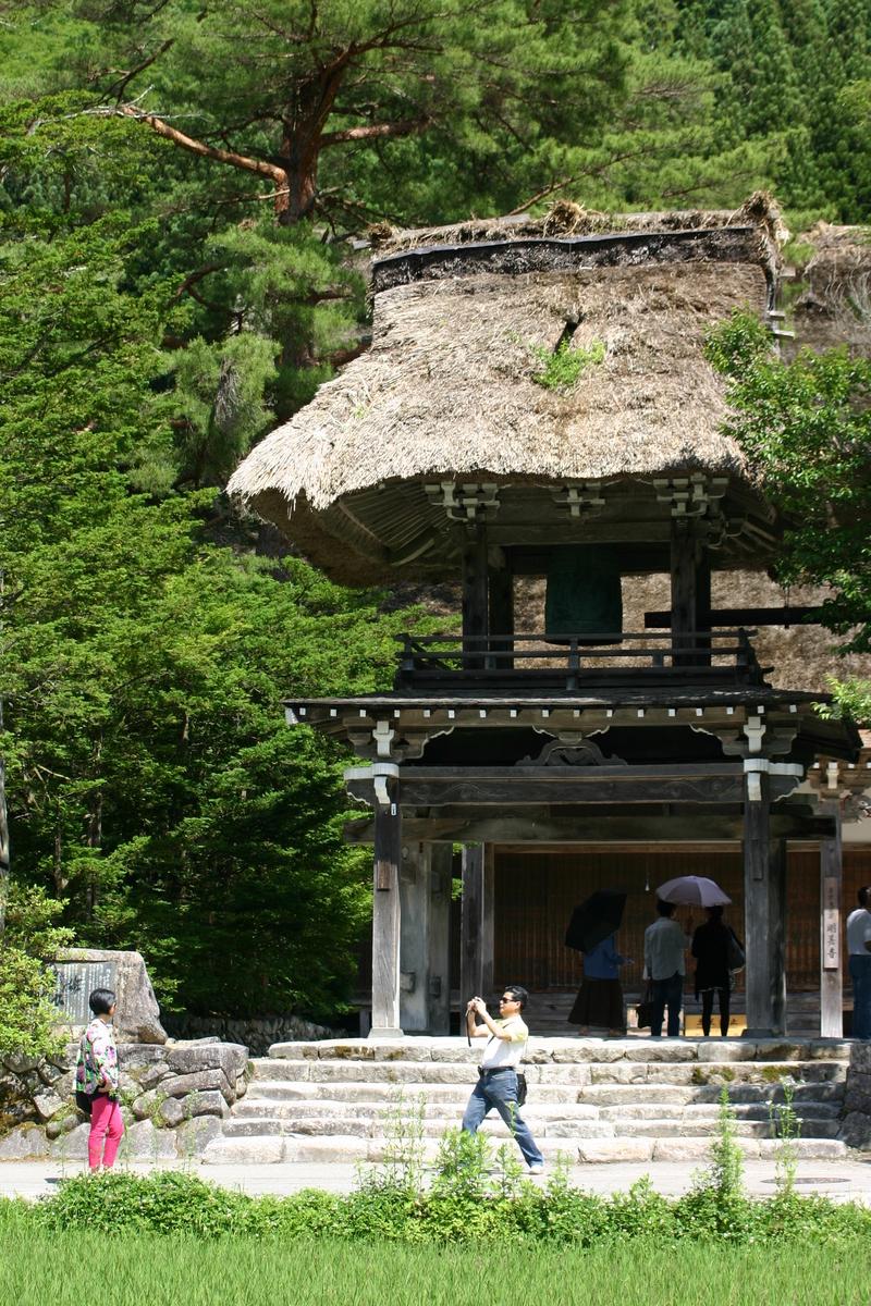 田園のなかに点在する合掌造りの民家 昔話のような日本の原風景がここに ~世界遺産 白川郷~ ⑦