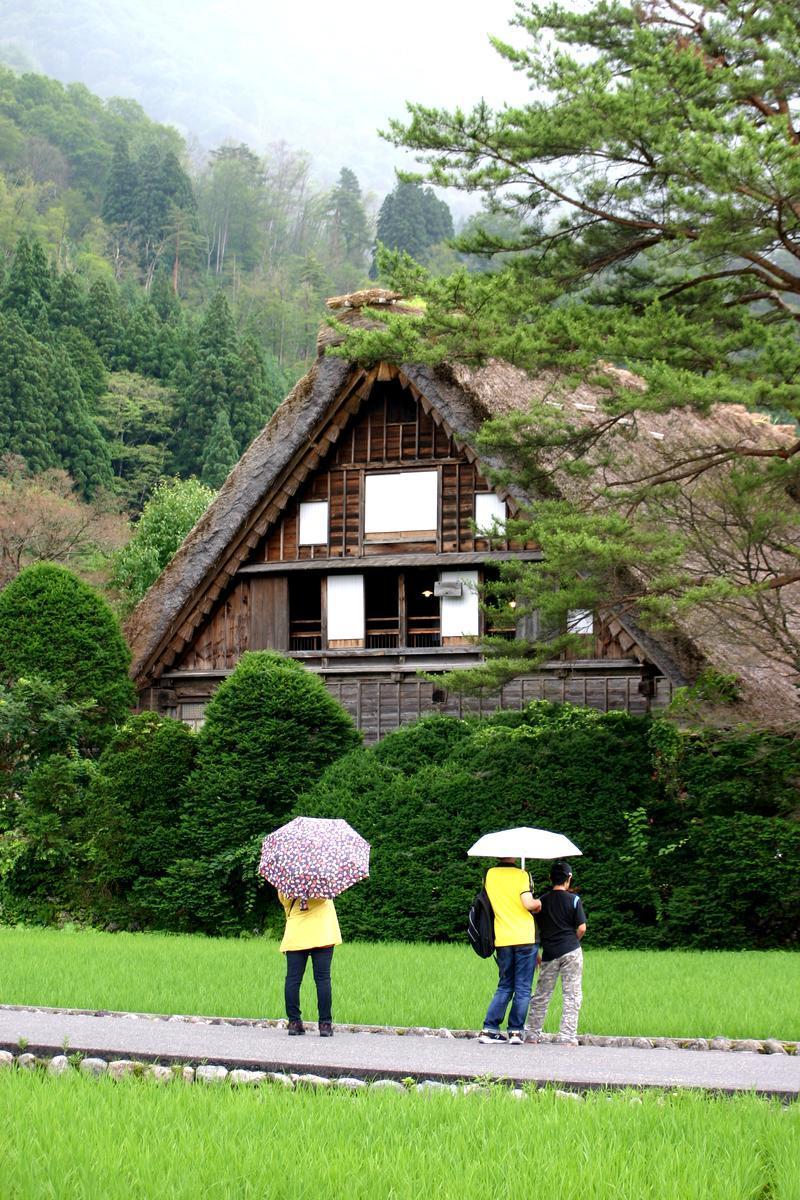 梅雨明けが待ち遠しい~晴れれば雨上がりも最高の景色が広がります~世界遺産 白川郷 ①