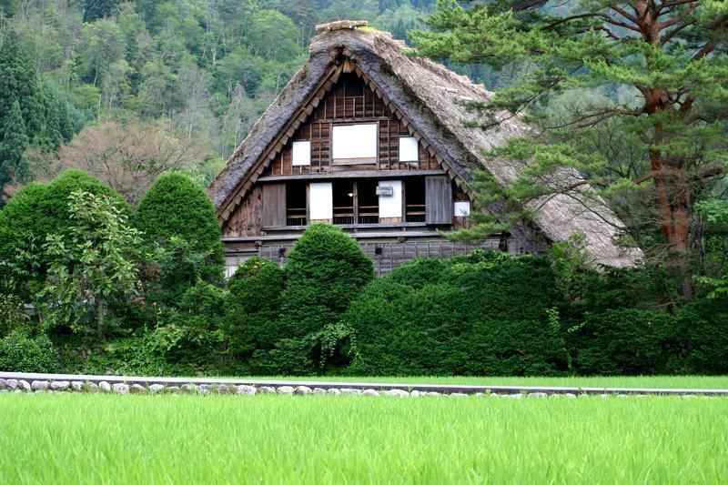 この梅雨が明ければ、季節は夏(^O^)/今年こそは前もって旅行計画をして充実した夏休みを。。世界遺産 白川郷 ①