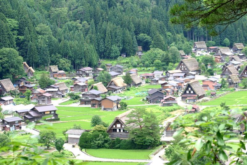 夏休みは家族みんなで温泉旅行へ出かけよう♪~世界遺産 白川郷~懐かしいあの頃の夏休みを思い出させてくれる、日本の夏の原風景に浸る休日をどうぞ! ②