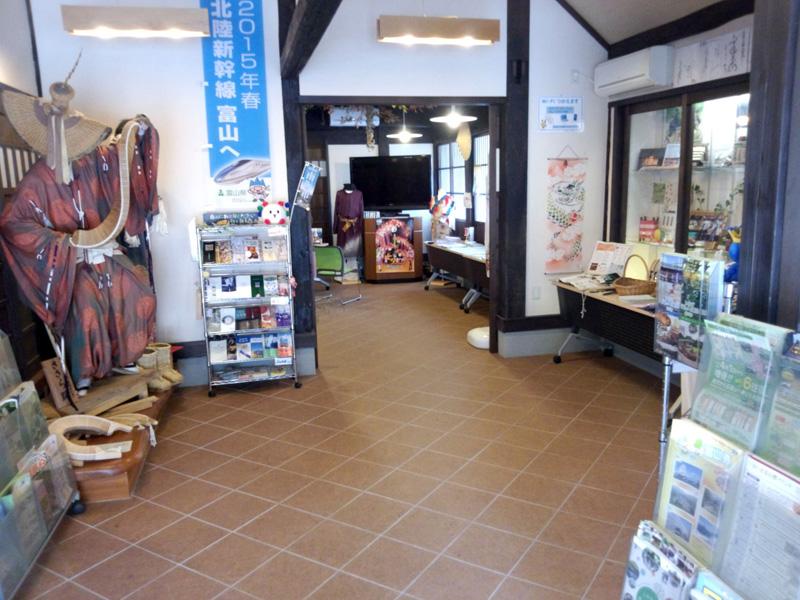 五箇山観光総合案内所GOKAYAMA TOURIST 「大白川温泉 しらみずの湯」リーフレット設置ご協力いただきました。 ③