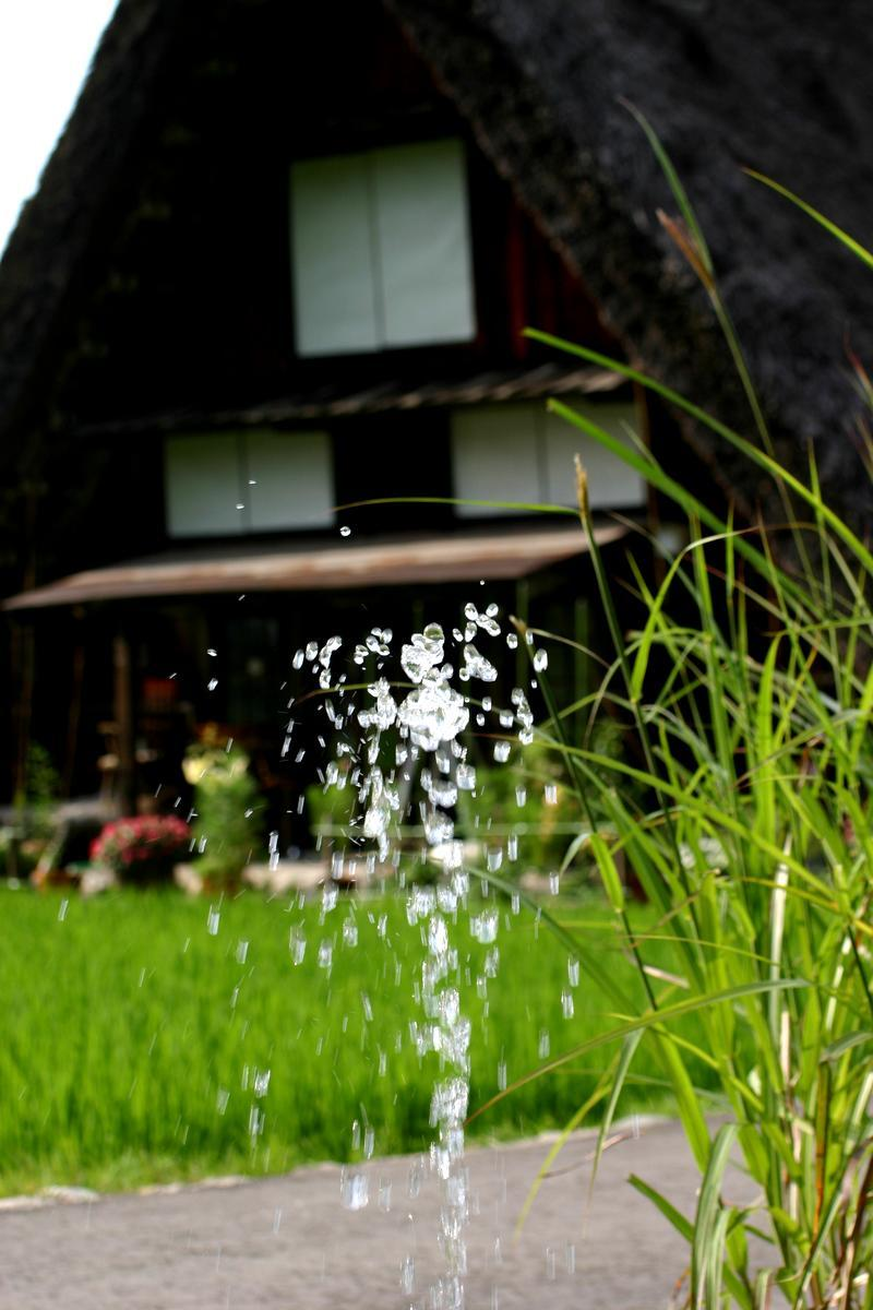 太陽きらめく夏の旅行シーズン。梅雨の長雨や夏の熱い日差しの 下で疲れぎみのカラダを癒すには世界遺産 白川郷に来て温泉が一番 (^O^)/ ⑤