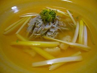 黄ニラスープ