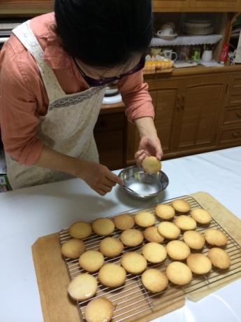 レモンクッキーをアイシング!