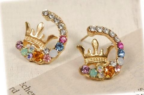 ピアス王冠