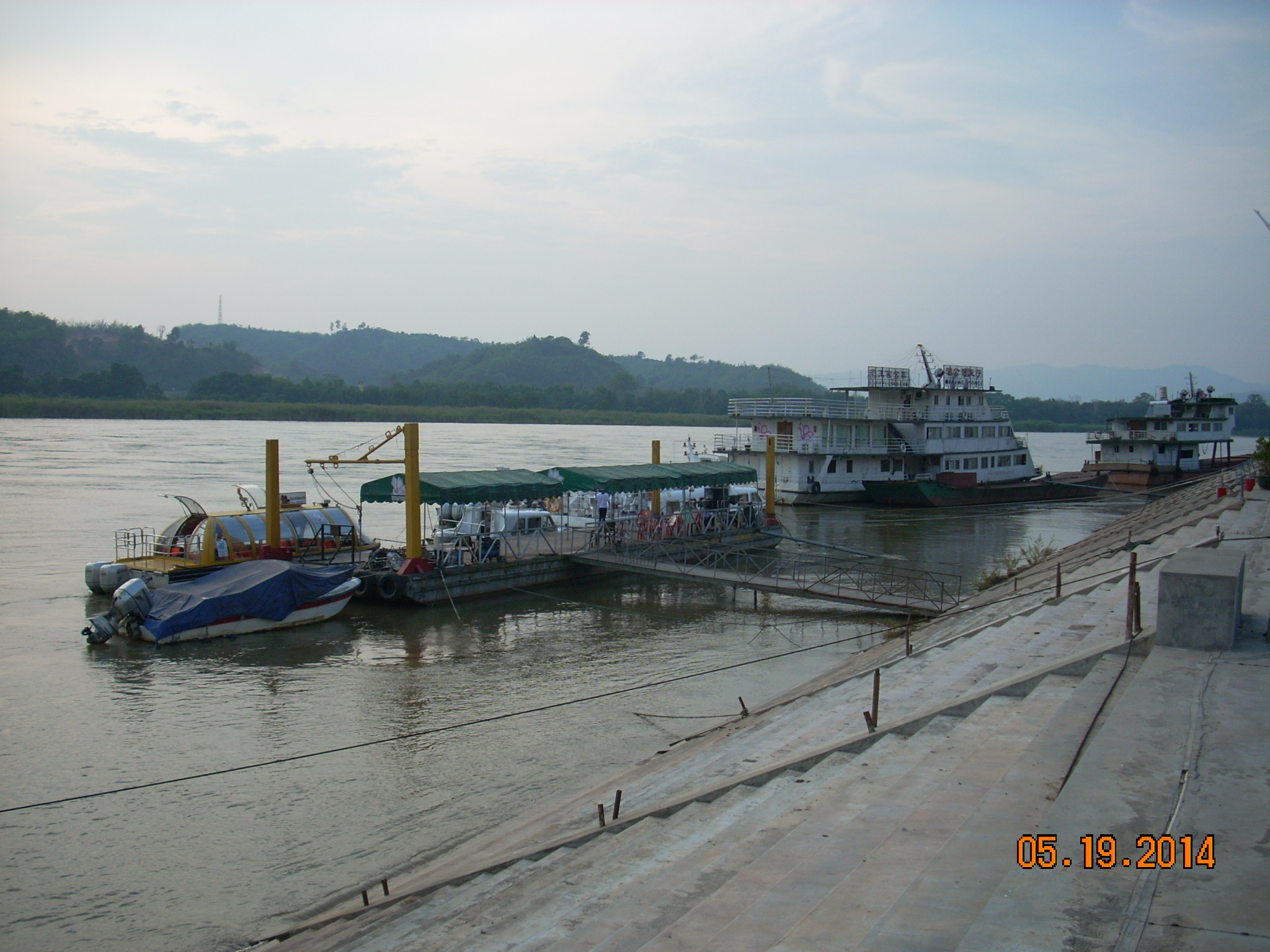 金三角地点-2(対岸はミャンマー)