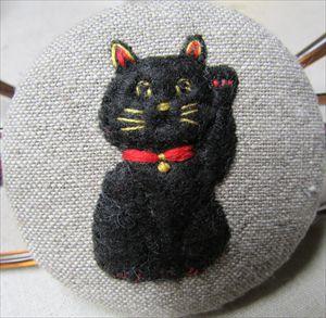 招き猫バッチ_R