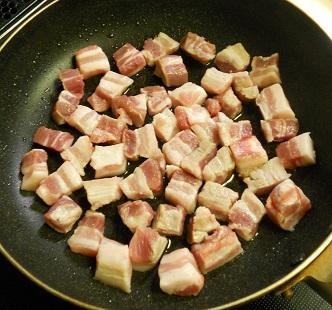 豚ばら肉とトマトのチャーハン1