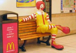 640px-Ronald_McDonald_sitting_convert_20140725235132.jpg