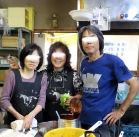 37-2014_06 02_厨房でお母さんと記念撮影