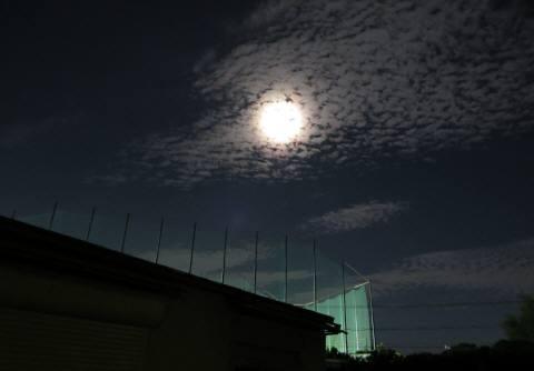2014_09 09_中秋の名月の翌日(満月)