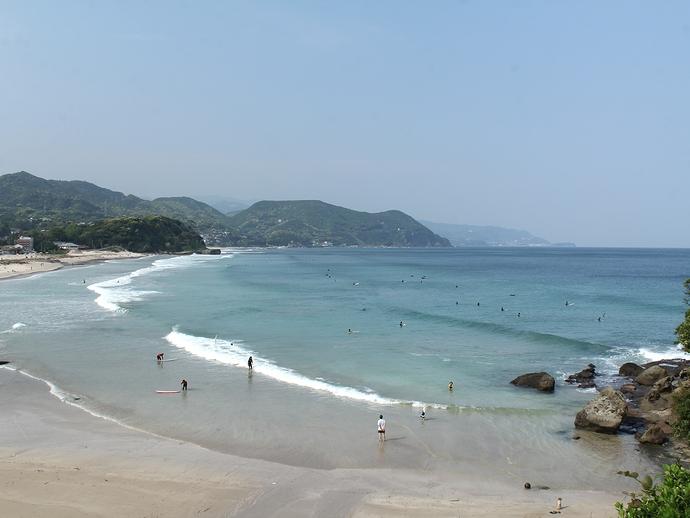 伊豆白浜海岸を見下ろす
