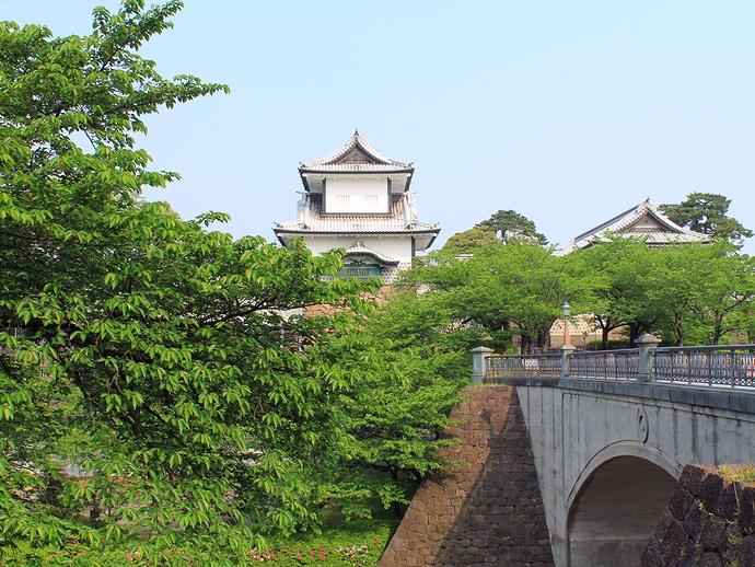 新緑の金沢城石川門