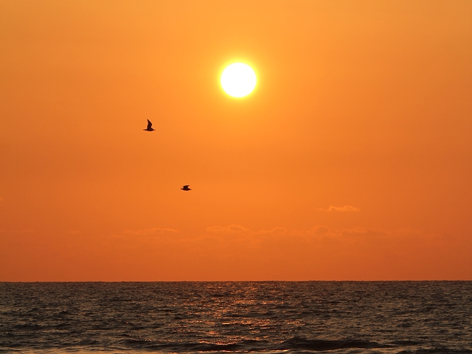 かほく市高松海岸の夕日