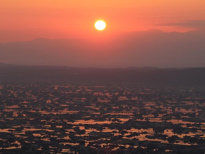医王山国見平から見た砺波平野の朝日
