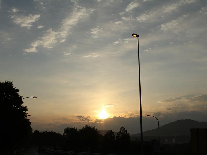 金環日食の日の日の出(長野県阿智PAにて)