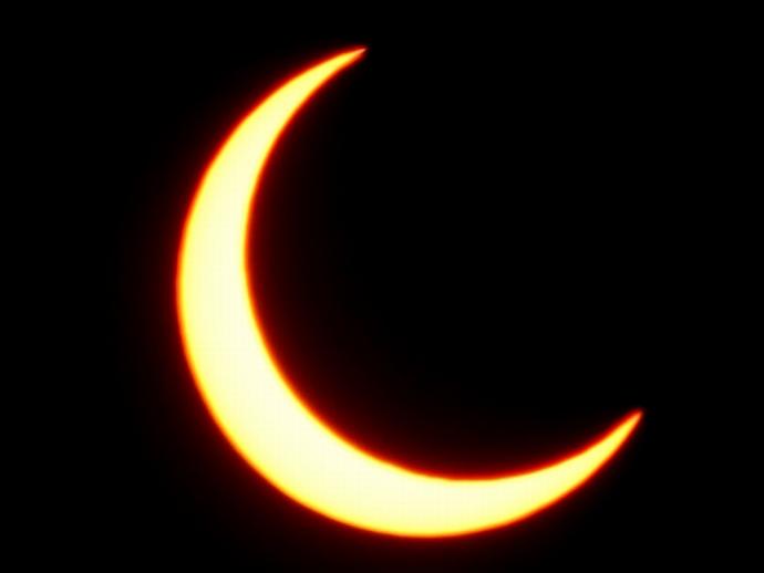 金環日食一歩手前 三日月のような太陽