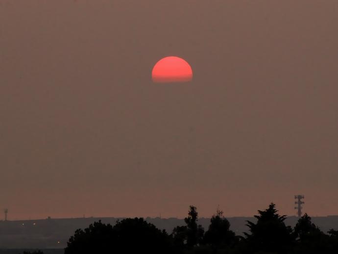 金沢市卯辰山 見晴らし台から眺めた夕日