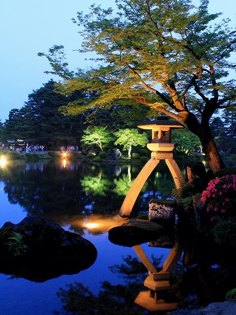 兼六園ライトアップ「初夏の段」 ことじ灯籠