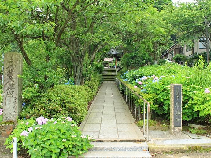 本興寺の参道の様子