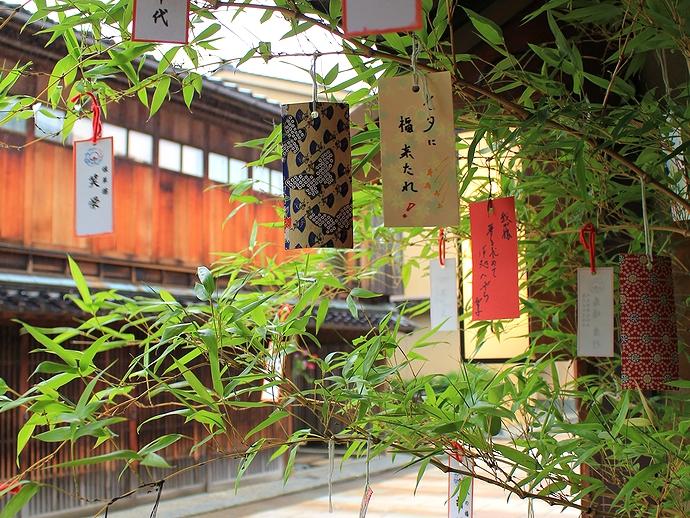 金沢市ひがち茶屋街の七夕短冊