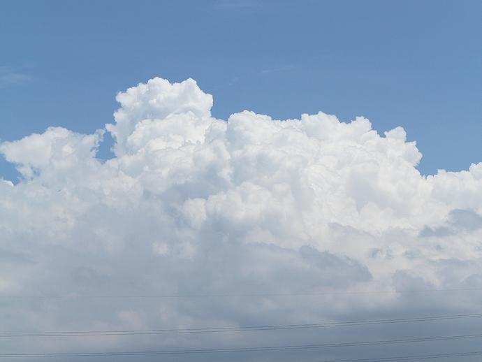 夏の空に湧いた入道雲(金沢市)