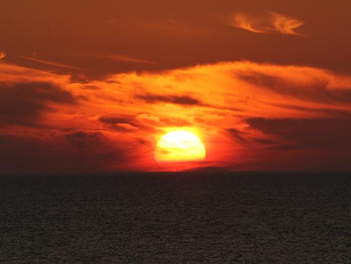 2012年の梅雨の最後の夕日(白山市の海岸にて)
