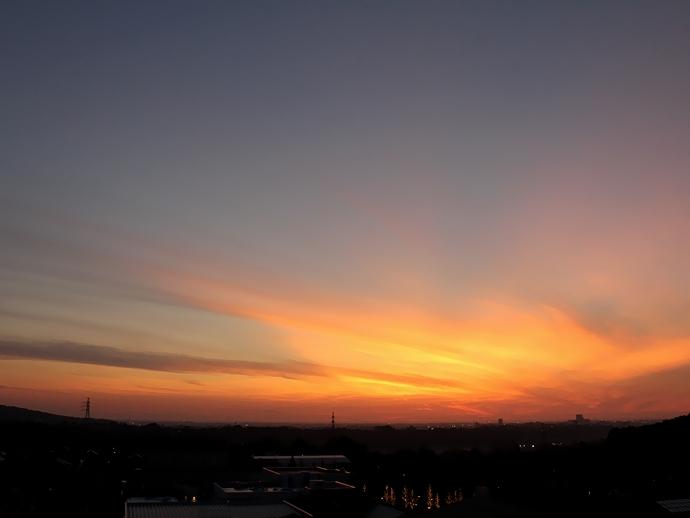 オレンジに染まった夕焼け(金沢市太陽が丘にて)