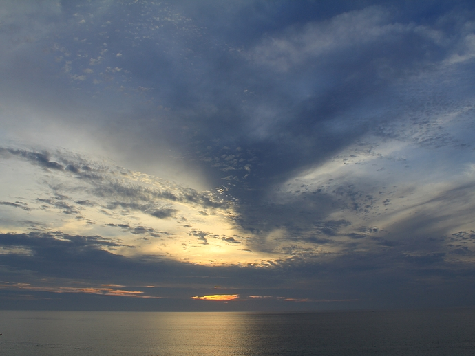 白山市の海の夕景