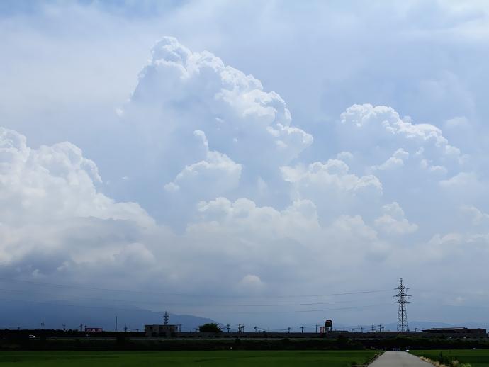 湧き上がる入道雲(金沢市より白山麓方面)