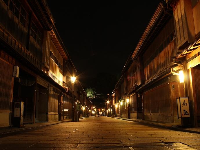 夜のひがし茶屋街(金沢市)