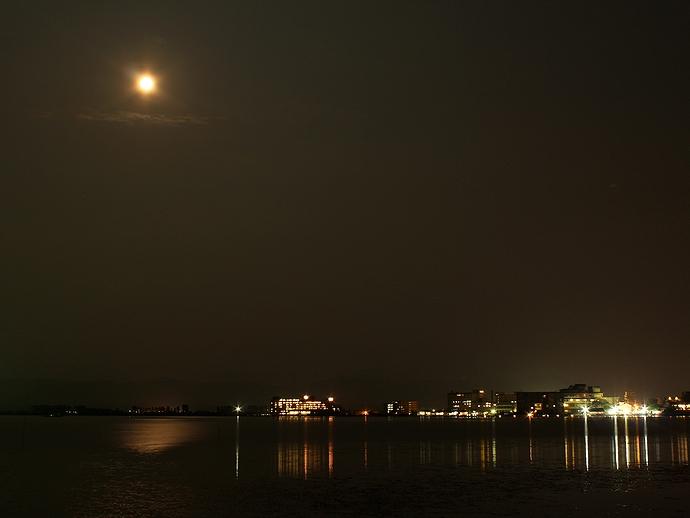 夜の柴山潟湖畔 中谷宇吉郎雪の科学館より