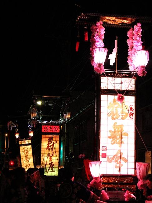目立っていたピンクのキリコ(輪島大祭にて)