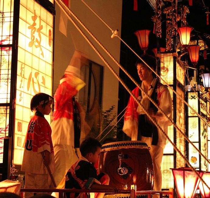 輪島大祭 太鼓を叩く子供たち