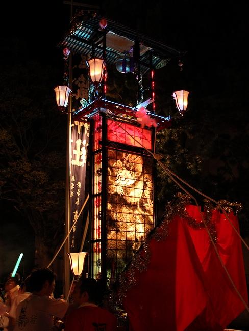 輪島大祭 総漆塗の豪華なキリコ