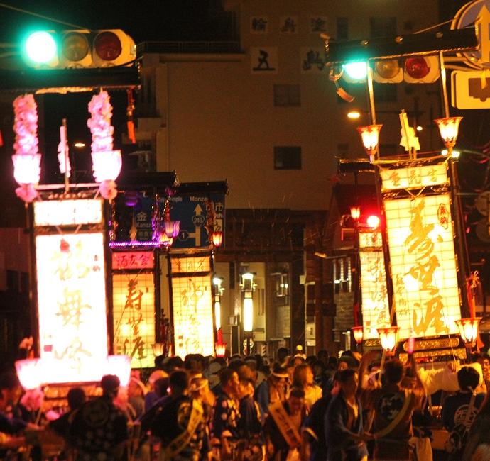 輪島大祭 輪島市街でキリコの大移動