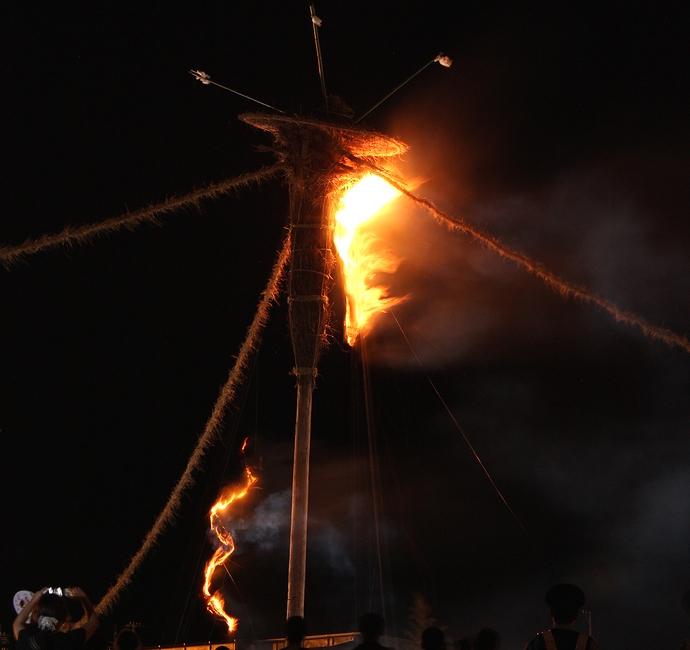 輪島大祭 いよいよ松明に点火