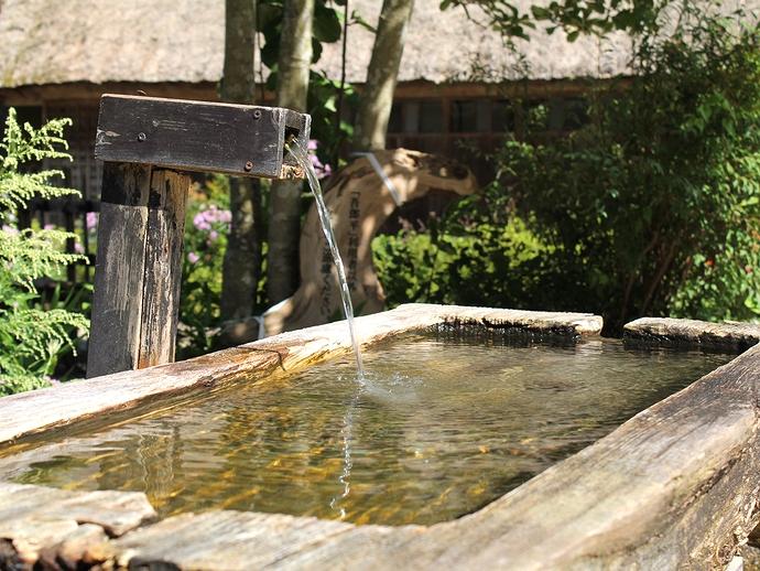 菅沼合掌集落 水のある光景