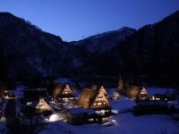 残雪の五箇山 菅沼集落ライトアップ