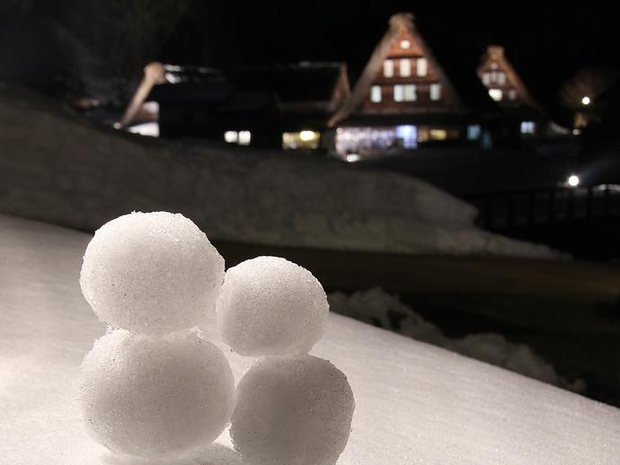 菅沼合掌集落ライトアップと雪だるま