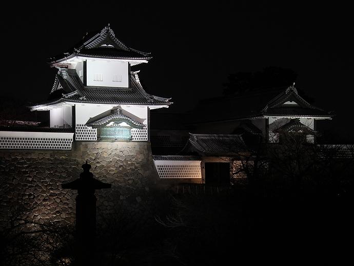 金沢城石川門の夜景(兼六園側より)